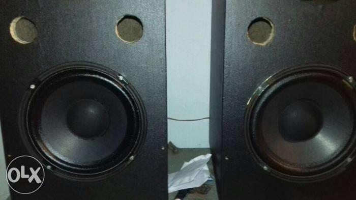 15 day old..new condition one pair(2) sound box. 8inch
