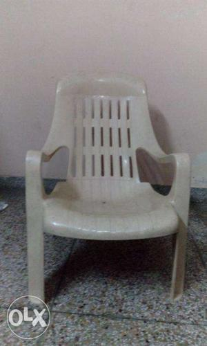 4 Plastic Chairs and 1 Table
