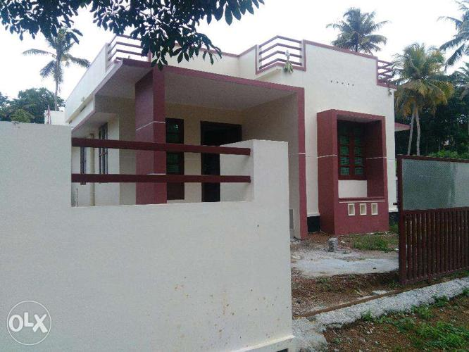 5 Cents, 2 BHK attached,Road side, 400 mtr Perumpuzha