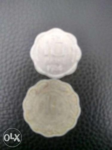 A pair of out of circulation rare 10 paisa coins