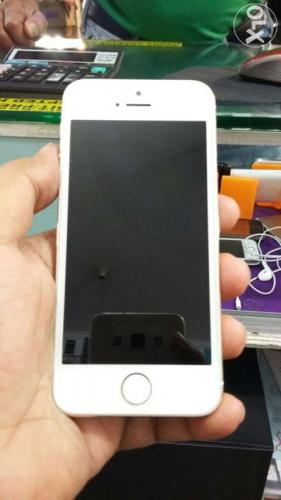 Apple iphone 5s gold 16gb only 4 months used brand new