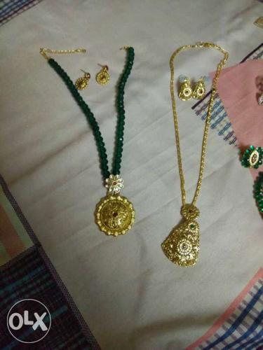 Beautiful neckpiece set of 2 New jewellery piece.