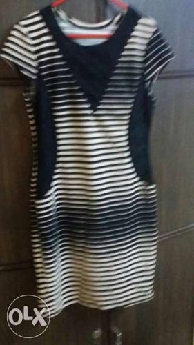 Black And White Stripe Cap-sleeved Dress