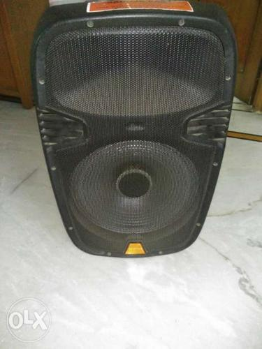 Black Speaker 2 month old Very loud for a gathering of