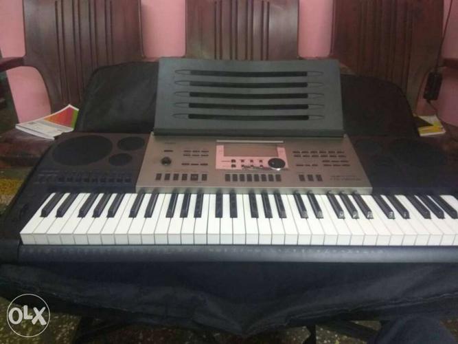 Casio CTK 7300IN keyboard and adaptor, 2 years