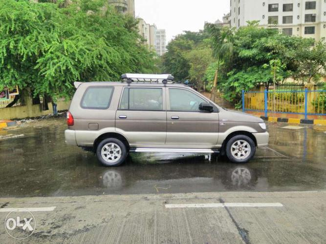Chevrolet Tavera 25 Ss Top Model With Alloy Wheels 8 Str For Sale