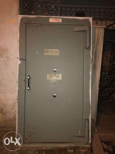 Godrej defender strongroom door with alll 2 set