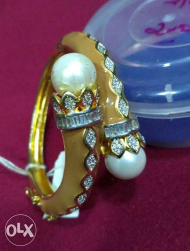 Gold With Two White Pearl Ring