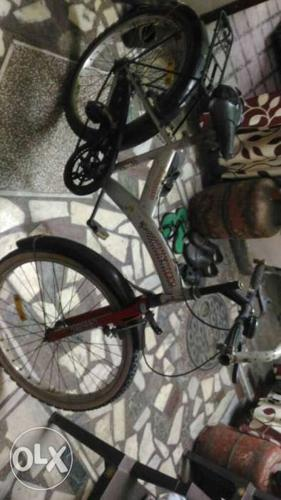 Hero cycle for age group 10 to 14 nice condition