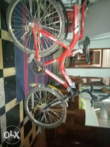 It is a 6 speed gear. It is in a Good condition.
