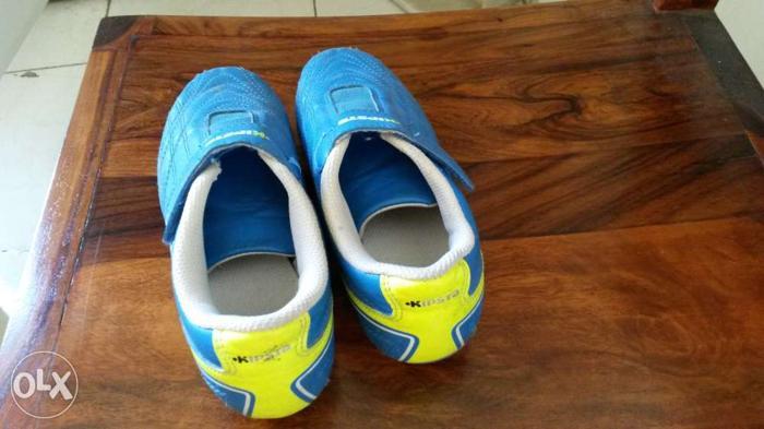 KIPSTA FOOTBALL spike Stud kids shoes - size UK 1 (6-8