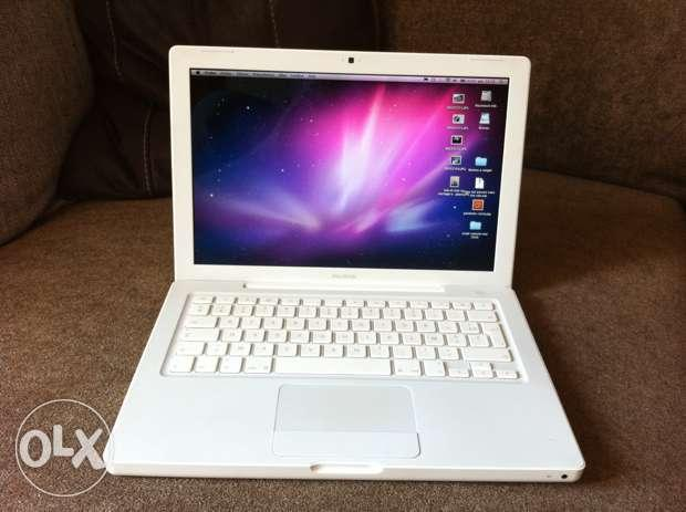 Macbook White core2 duo laptop 4gb 250 dvd 13 screen =