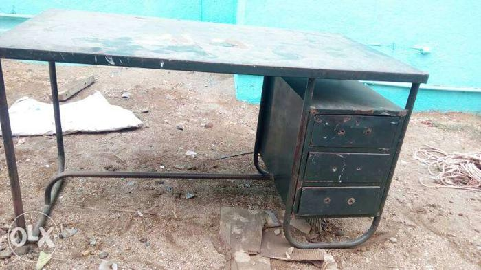 Metal Desk..with 7 chairs