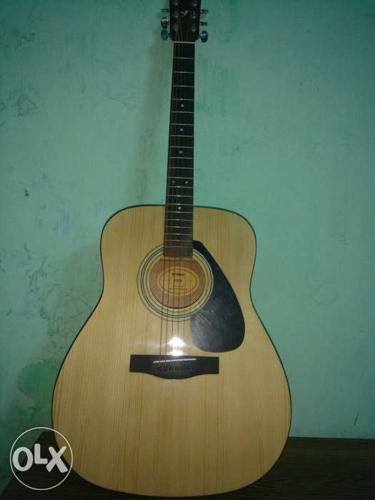 Natural Finish Acoustic Guitar Only 3months old ...not