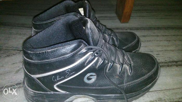 New condition shoes ..