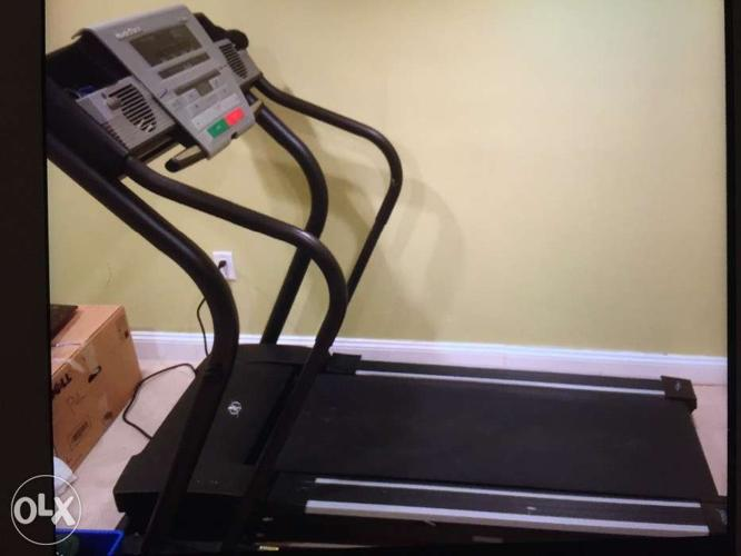 NordicTrack C1900 treadmill with power incline,