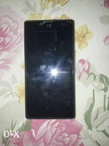 Only 6 month old 4G phone under warrenty 2GB ram