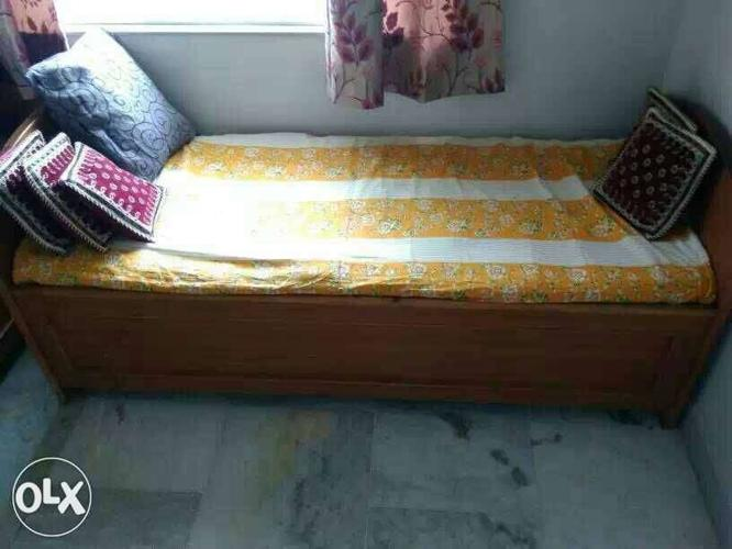 Peti Palang 2 Single Bed With Storage Capacity For Sale In