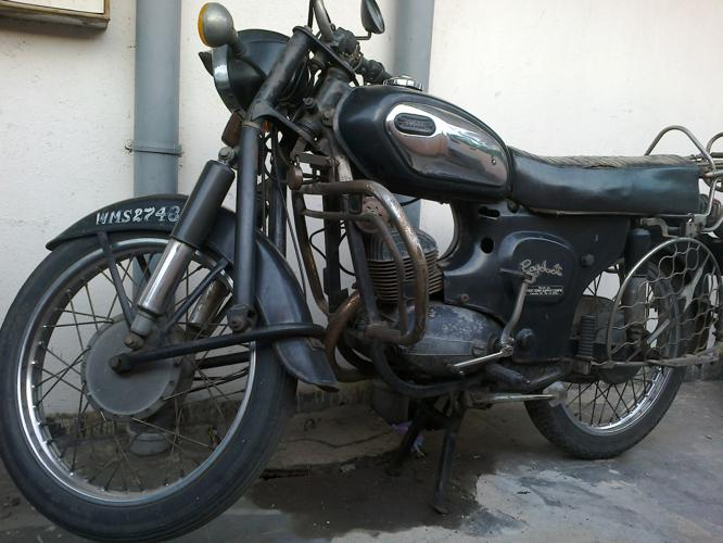 Rajdoot Vintage Bike in Very Good Running Condition for