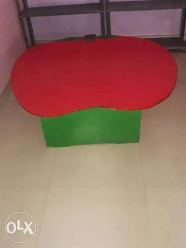 Red And Green Table