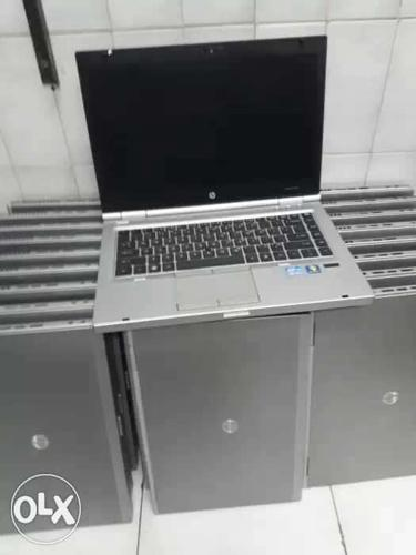 Refurbished laptop HP 4GB W+ GST +adapter