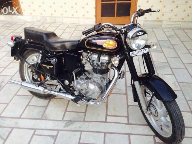 Royal Enfield bullet standard 2013 at 115000rs showroom condition