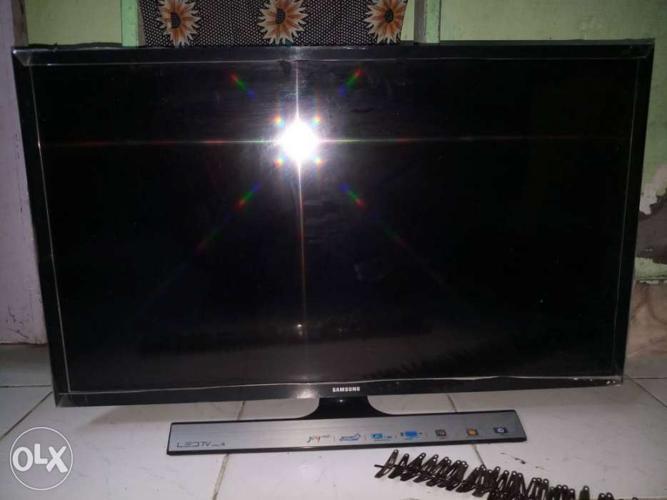 Samsung Smart Tv 32inch Half Display Gone 1 Yrs