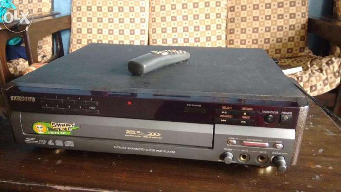 Samsung Z 88Q 3 CD Video Player with Smart Eye and remote for Sale