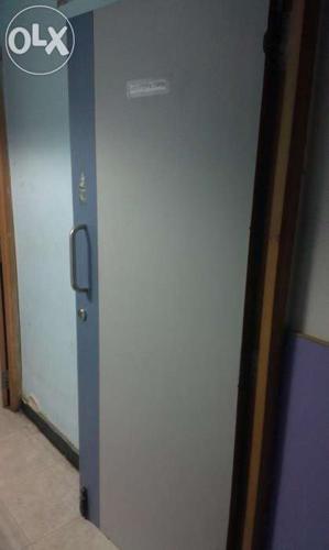 Single flex door in good condition