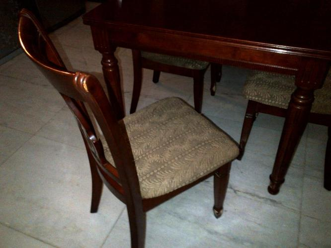 Six Seater Dining Table In Solid Wood For Sale For Sale In