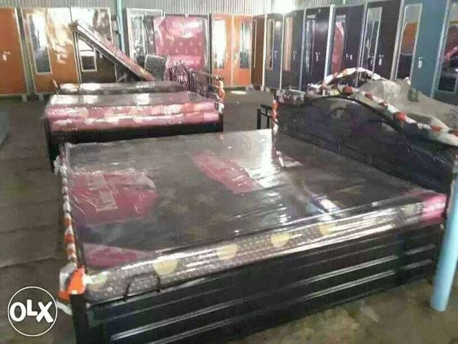Strong metal base bed hydrolic with mattress powder