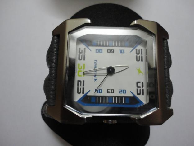 Titan fastrack watch for Gents/Mens/Boys 3026SSA 50M WR