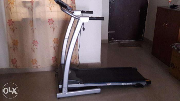 Treadmill, Excellent Condition, Usage Single-Handed.