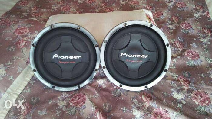 Two Black woofer Pioneer Subwoofers 87.288.016.40