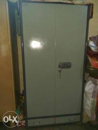 Very good condition cupboard.. Steel almirah with