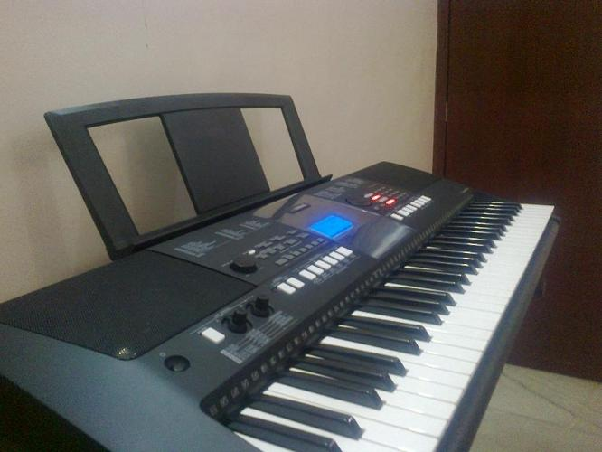 Yamaha PSR-E423-61Key Portable Keyboard with Double braced X