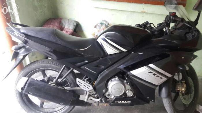Yamaha r15 black color