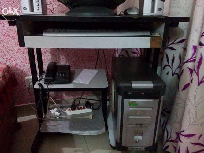 Zenith PC WITH 2 speakers and COMPUTER TABLE  With UPS for
