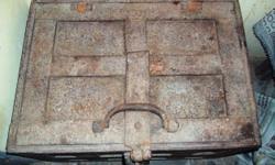 ವಿವರಣೆ i have an an antique vault which is 700-1000 years old. which shows an unique feature when we put a lamp near vault the wall of the vault discharges a gel type liquid.