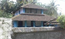 ವಿವರಣೆ Old tiled house in 10 cents land for sale in Tattamangalam Junction.  Price is Rs.26 Lakhs. Slightly negotiable.