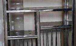 Stainless steel Bartan stand in excellent condition. Adunik brand. Can hold many cups,bowls,plates and pans