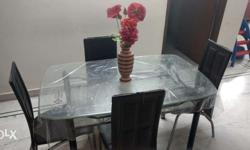 4 seater dining set with glass top and is detachable in