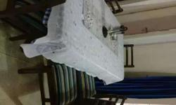 6 seater dining table in very good condition