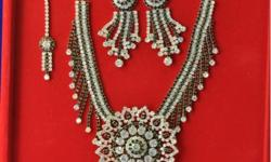 We are dealing into all type of fashion jewellery. Pls