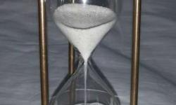 5 minutes sand timer hexagon. With both side compass.