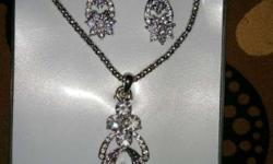 Artificial jewellery necklace set with earrings