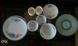 Brand new dinner set for sale. Total 10 big plates, 6