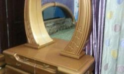 Dressing table with deco paint in good condition