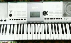 Hello friends, I m selling my Yamaha psr i425 in very