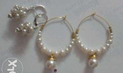It is a handmade earrings using glass pearls of supreme